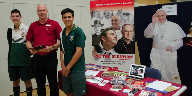 Neil Helmore, centre with St Anthony's College students, left, Kristofor Grant and Connor McElligott.