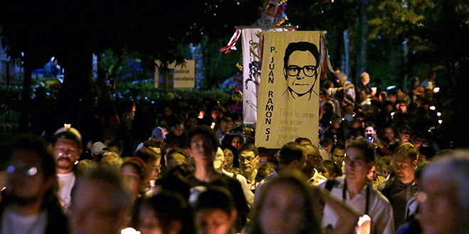 Remembering the lost: Salvadorans participate in the traditional procession of lights on November 15 at the Central American University in San Salvador, during the commemoration of the 25th anniversary of the Jesuit martyrs. Photo: CNS