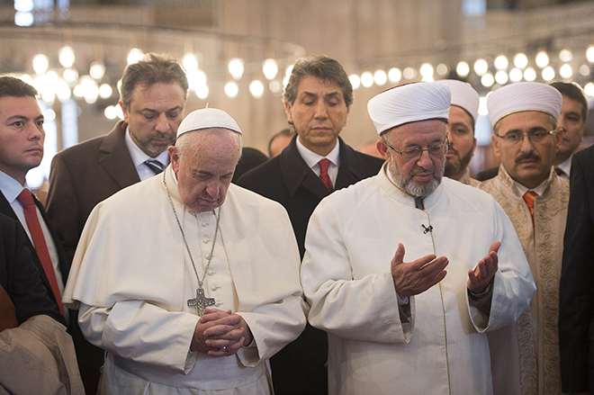 Pope Francis prays with grand mufti