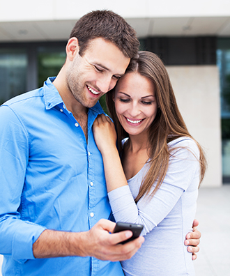 couple mobile phone