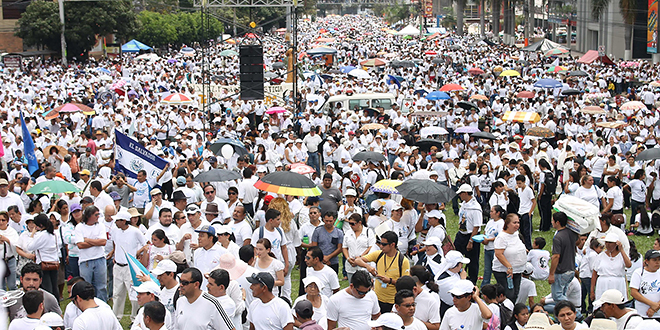 Seeking peace: Thousands of people wearing white participate in the March For Life, Peace and Justice to protest against violence in El Salvador in late March in San Salvador. March marked one of the deadliest months in a decade with 481 people murdered. Photo: CNS/Rodrigo Sura, EPA