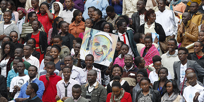 Kenyan Catholics wait for the Pope