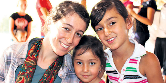 Why a Brisbane university student visited refugee camps in Iraq's war zone