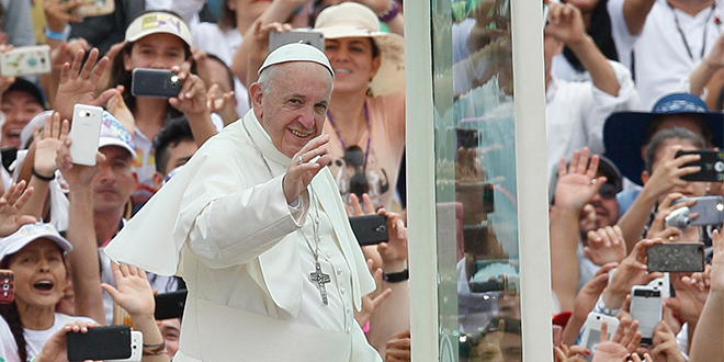 Pope Francis pushes for peace during Colombia visit