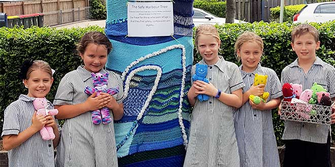 Wooloowin students knitting hope for refugees
