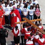 Panama pilgrims receive the WYD Cross and Icon