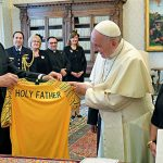 Pope receives Socceroos jersey