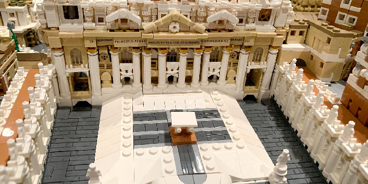 Vatican: A closer look at the Lego architecture.